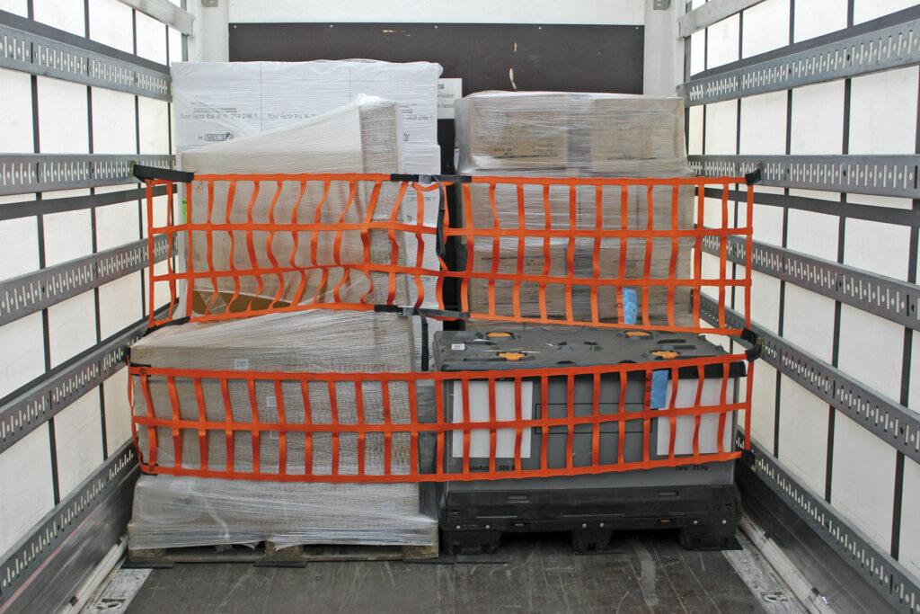 Transport- und Ladungssicherung mit der textilen Sperrstange von Dolezych