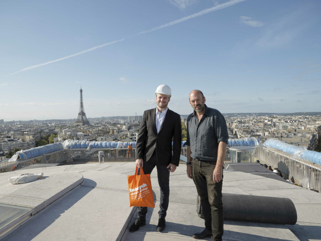 Sven Wasik und Vladimir Yavachev auf dem Dach des Arc de Triomphe