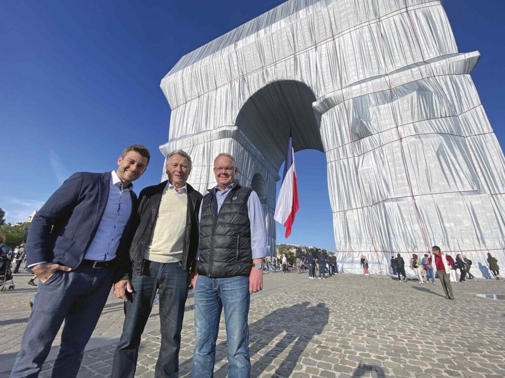 Udo Dolezych, Tim Dolezych und Karl-Heinz Keisewitt vor dem Arc de Triomphe